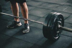 אימון משקולות ביתי עם משקל חופשי